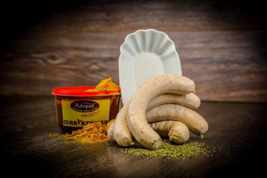 Die beste Currywurst bei yourbeef online bestellen! Original Ruhrputt Curryketchup mit Tübinger Rostbratwurst - so muss Currywurst sein!