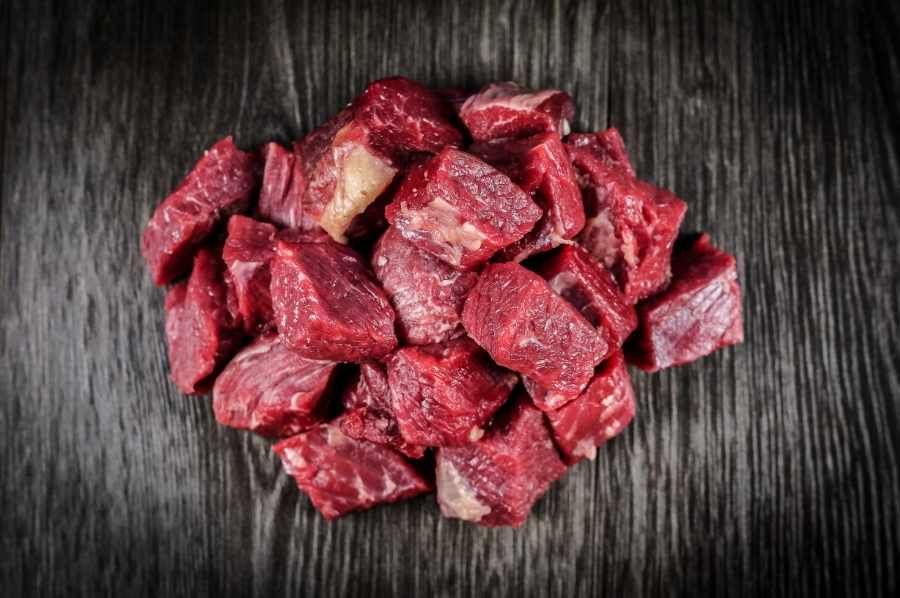 Rindergulasch aus der Schulter - von Metzgerhand für Sie geschnitten